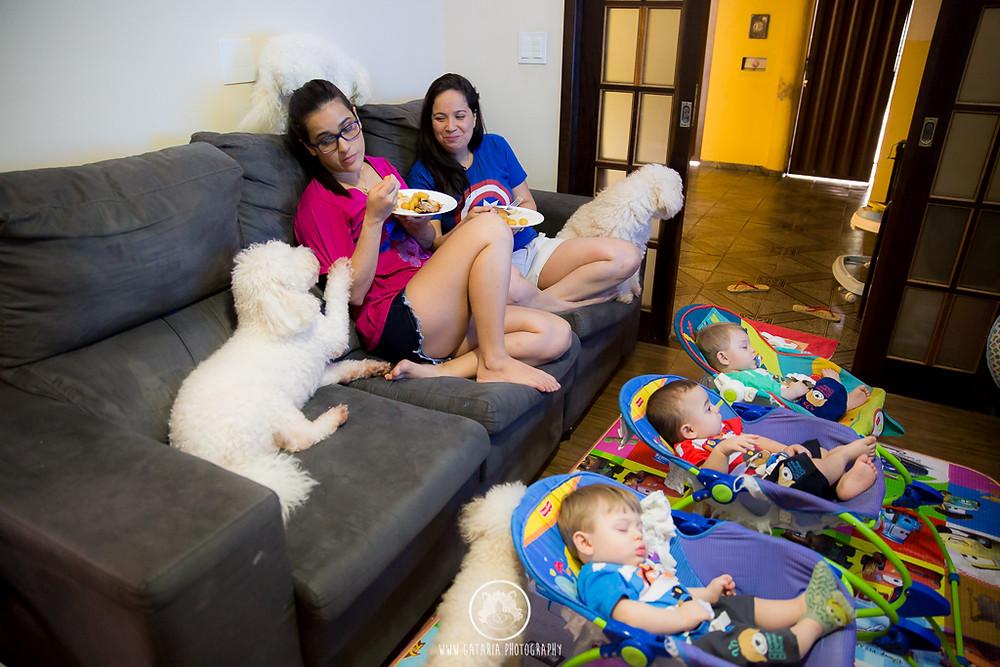 foto de família homoafetiva almoçando