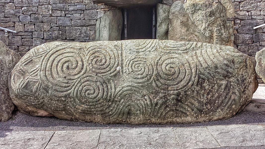Newgrange_Entrance_Stone.jpg