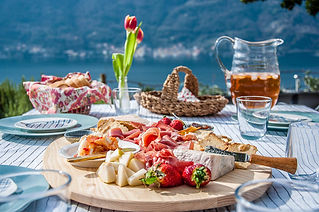 Lunch-is-served-Nesso-Lake-Como-Italy-ro