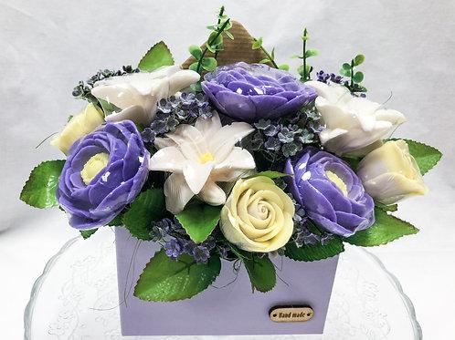 Ароматный букет пионы, лилии, розы в конверте