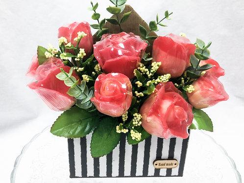 Ароматный букет красных роз в конверте