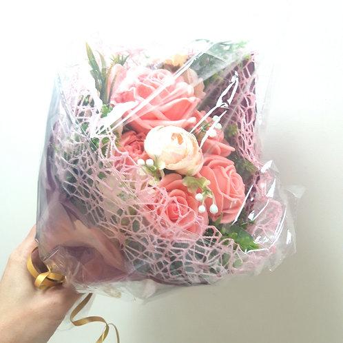 Ручной букетик мыльных роз в ассортименте