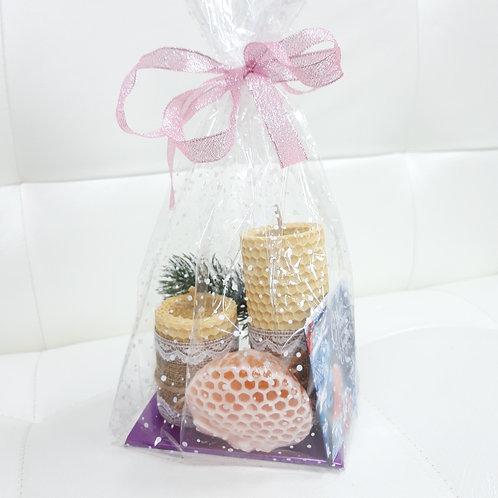 Новогодний набор Медовое мыло и свечи из медовой вощины