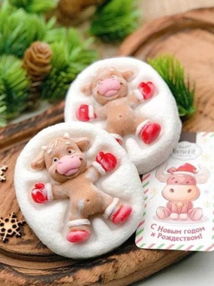Бычок в красных сапожках в снегу сувенир 3 в 1 из мыла