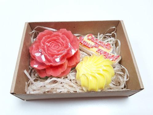 Цветы в подарочной упаковке