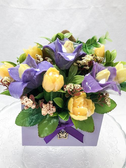 Ароматный букет ирисов, тюльпанов в конверте