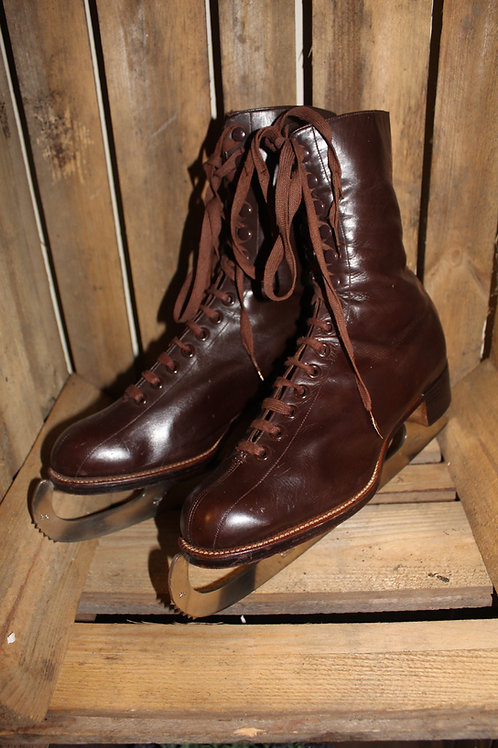 Vintage Ladies Leather  Ice Skates