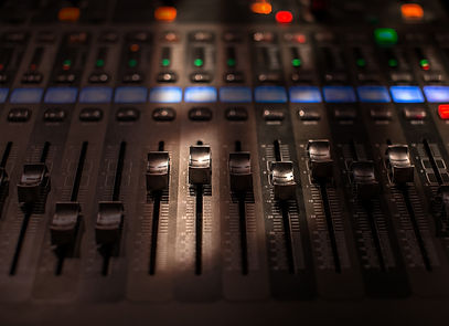 fader-digital-mixing-console-with-volume