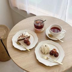 フランス菓子「カヌレ」を扱うカフェ