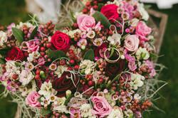 מנשא טבעות מפרחים