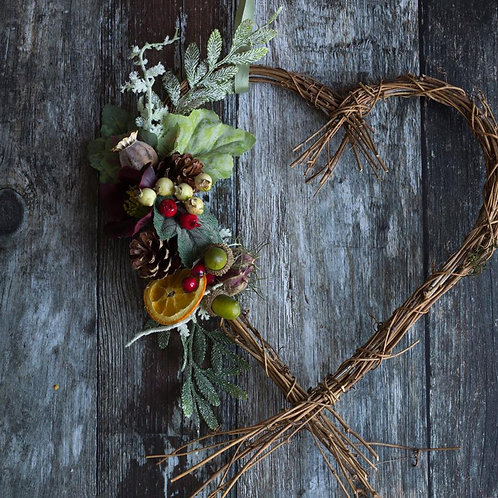 Heart everlasting floral wreath