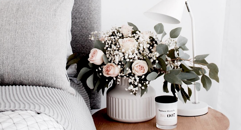 Maison Blanche candle with roses