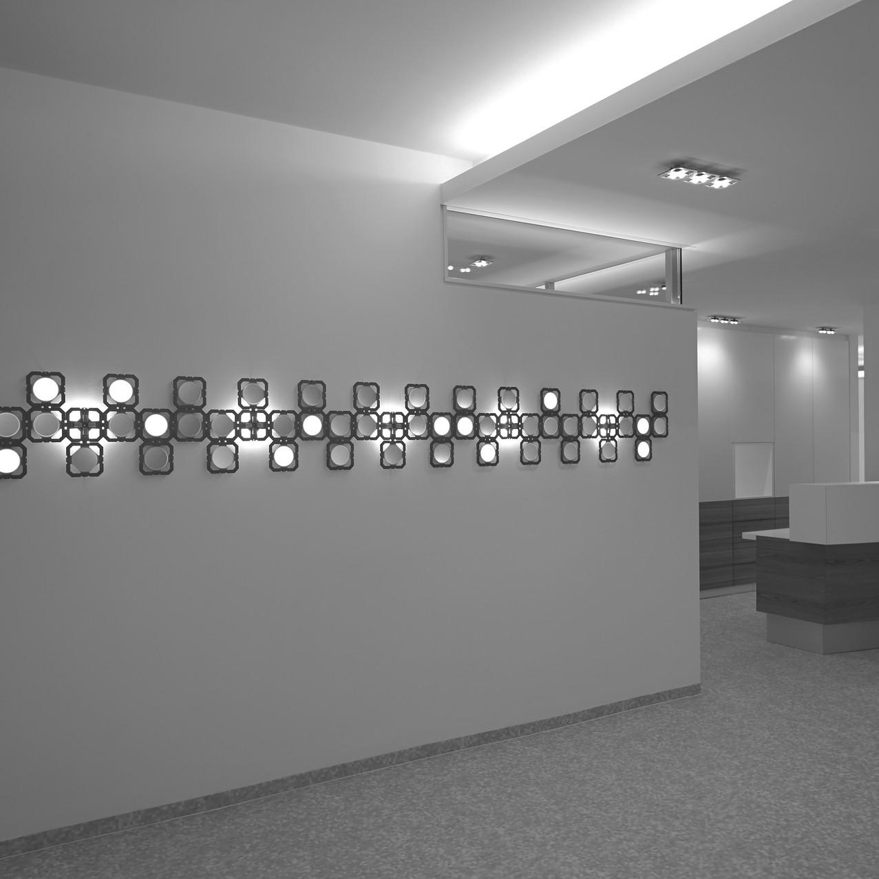 LED_OLED_Installation_Foto_Andreas_Reitersw-einpaaran
