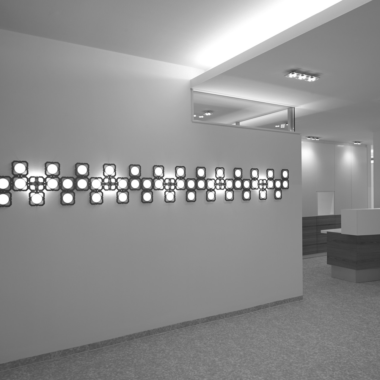 LED_OLED_Installation_Foto_Andreas_Reitersw