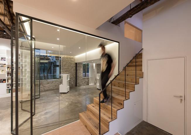28_wooden-stairway-to-interlayer-space.jpg