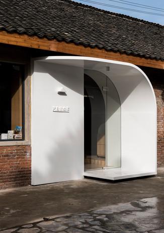01_white-door-entrance.jpg