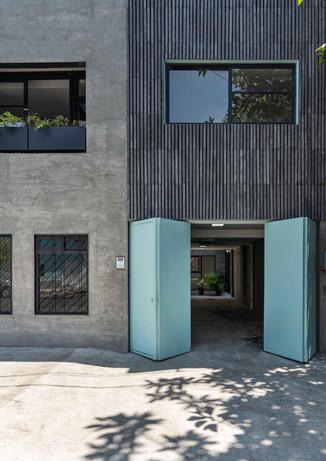 oriente-430-building2.jpg