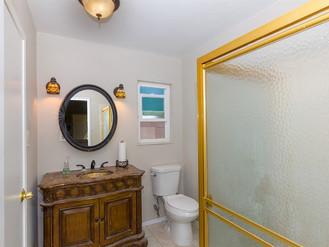007_Bathroom.jpg