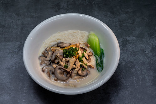 Sweet Potato Noodle with mushroom chicken soup (830011)