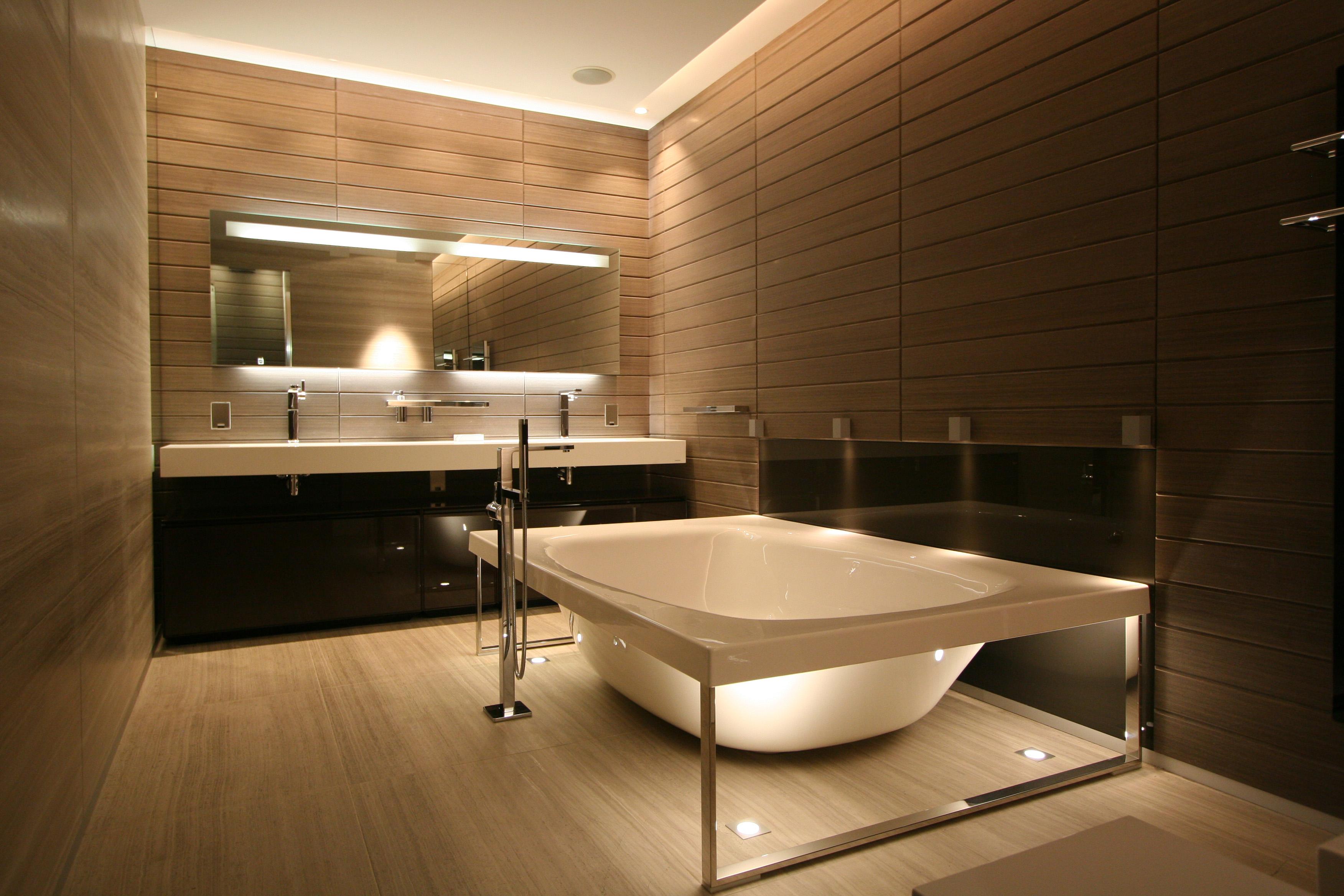 Санузел с ванной отдельностоящей