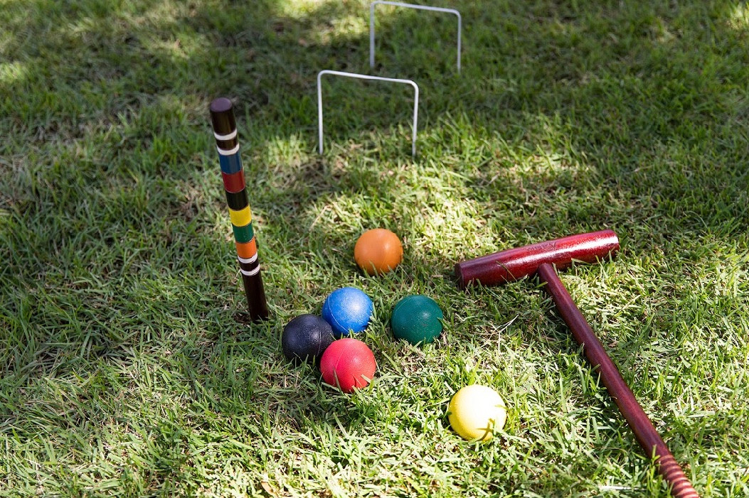 ShelbyBellaPhoto Lawn Games .jpg