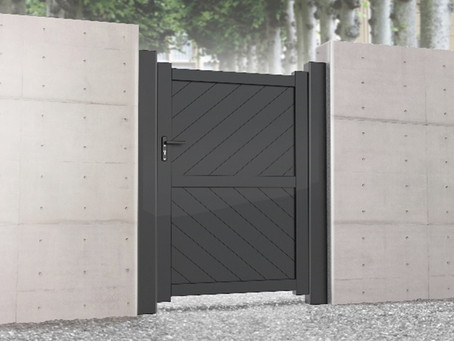 Aluminium pedestrian gate with diagonal solid infill – Flat top.