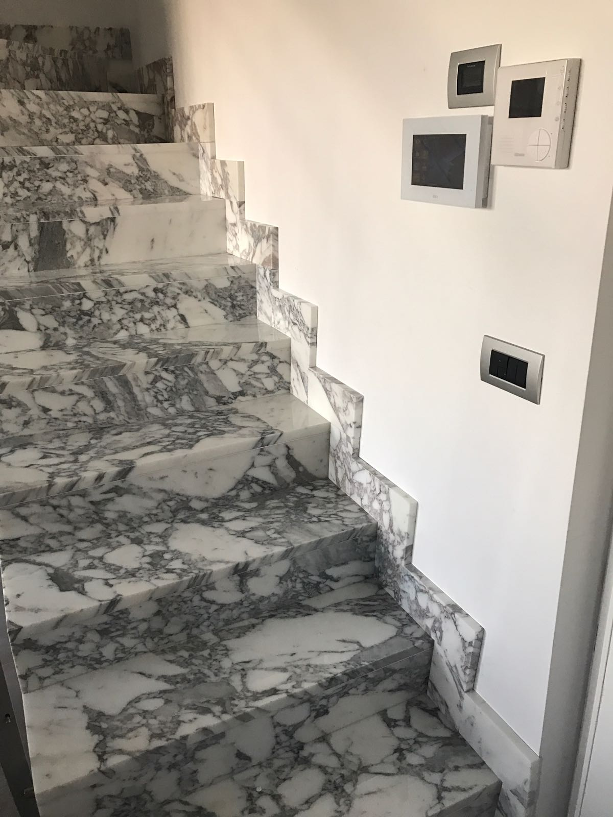 Scala in marmo statuario - Milano