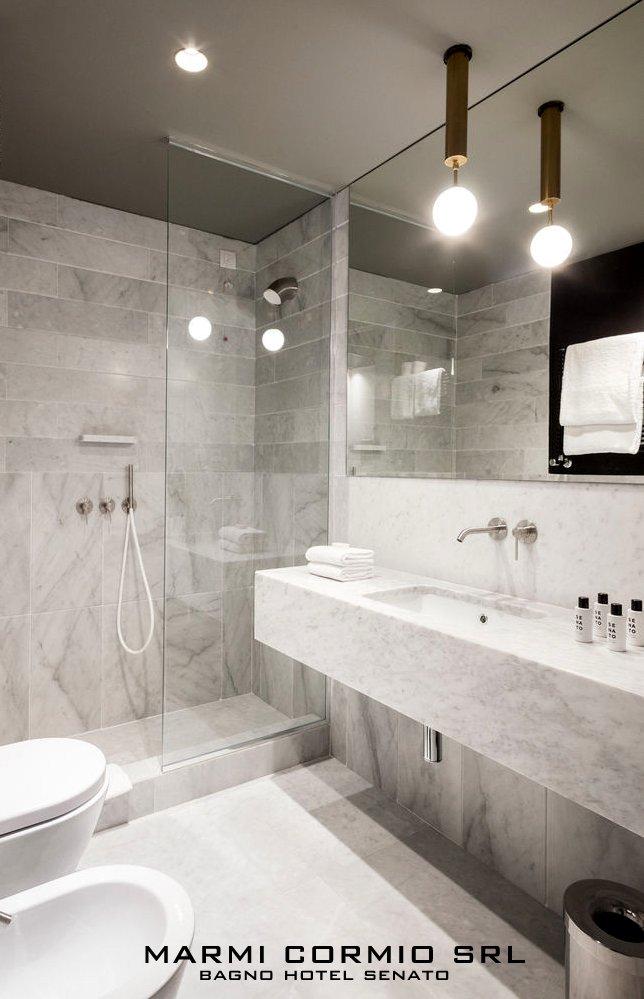 Bagno in marmo bianco Carrara