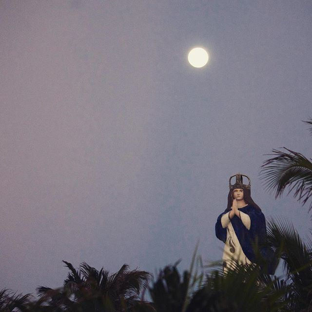 Magical full moon rise #mexico #mexicomagico #moon #fullmoon #santos #church #travel #beaury #retrea