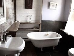 bathroom+rosa+room.JPG
