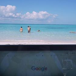 La oficina hoy - todos el dia 🇲🇽☀️ #workday #lovemyjob #mexico #ilovemexico #beach #sun #sea #self