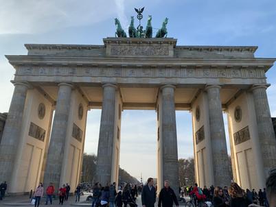 Start Call in Berlin: Besuch des Brandenburger Tor