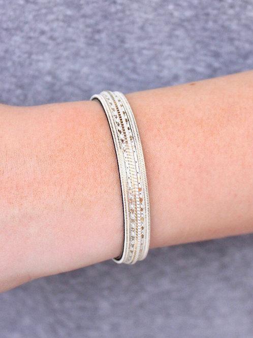 Single Strand White Magnetic Bracelet