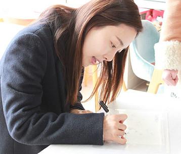韓国を代表する女優ムン・ジョンヒさんサイン