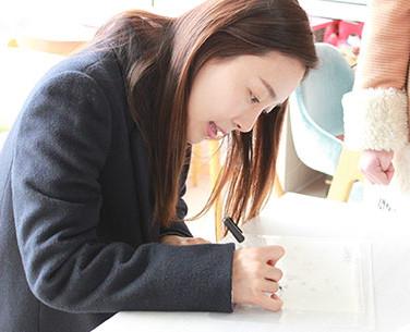 한국을 대표하는 여배우 문정희님 사인회 노종민 베스트프렌드 대표