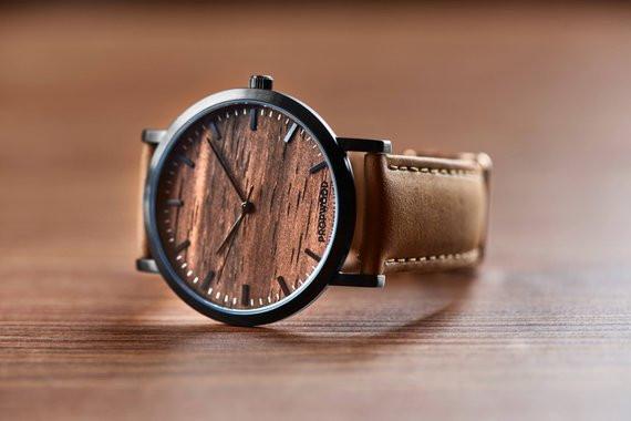 авторские часы ручной работы с деревянном циферблатом.OvLGroup,