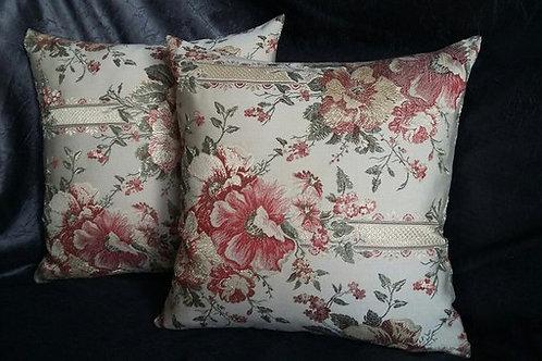 В подарок подушку, работы мастера Надежды Карташовой , купить декоративную подушку,интернет магазин OvLGroup, изделия ручной