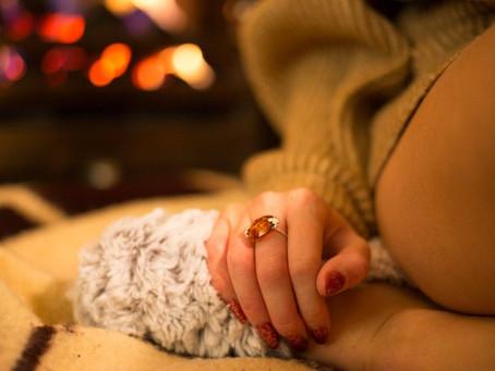 Уникальные авторские кольца обрамлённые  янтарём могут сводить женщин с ума