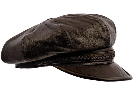 Купить шапку этого польского мастера стало очень сложно. Причина,  большая популярность