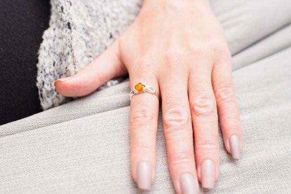 подарки женщине, что дарить любимой на праздник 8 марта, красивые украшения ручной работы, стильные украшения с янтарём,агенство OvLGroup,