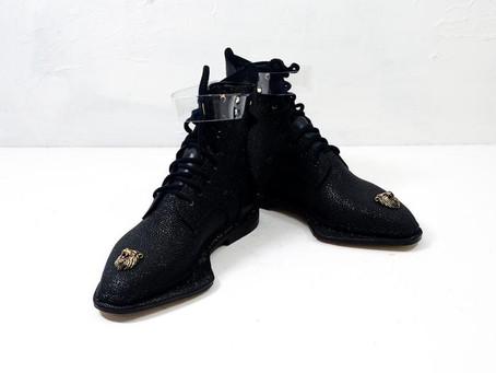 Обувь этого мастера вызывает неоднозначную реакцию у многих людей.