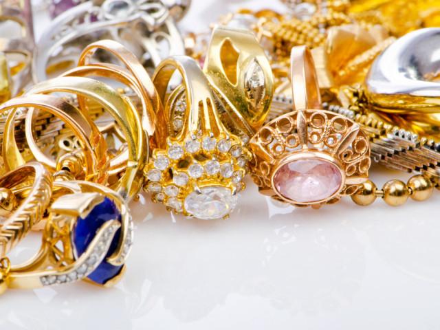 украшения из драгметалла, подарок на праздник, агенство OvLGroup, украшения из золота ,