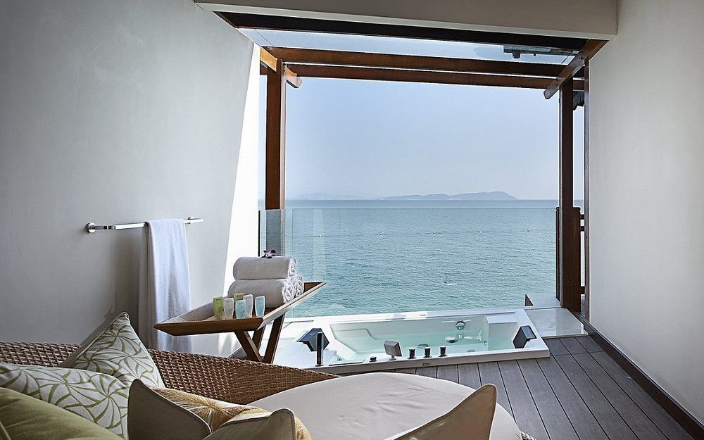 что можно увидеть из окна, окна и вид из них, из какого окна видно море, агентство OvLGroup,