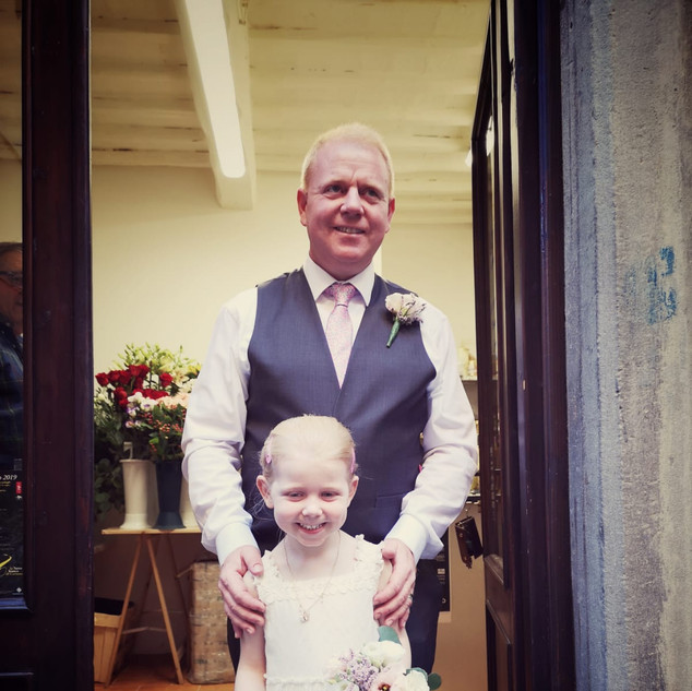 A very handome Oliver and the cutest bridesmaid of all times