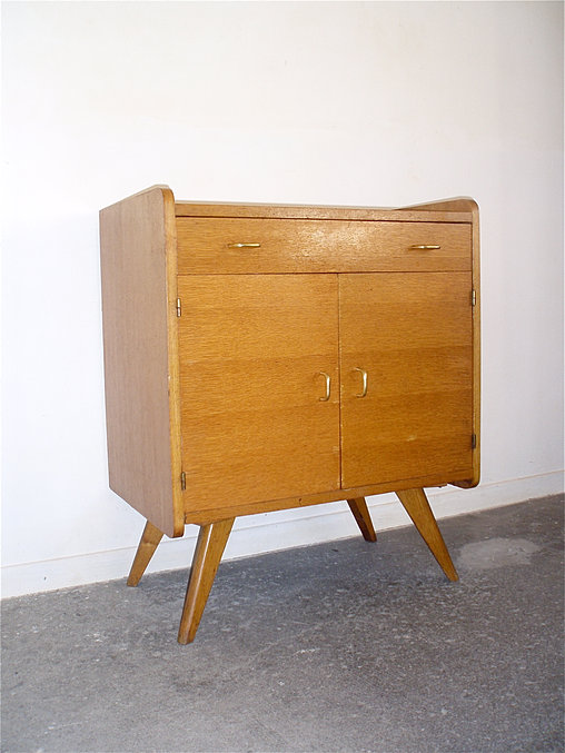 i love it ou l 39 art du vintage beaune bahut vintage. Black Bedroom Furniture Sets. Home Design Ideas