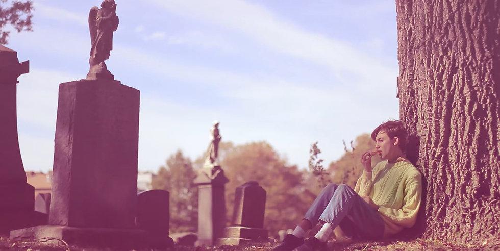 ניב פרידמן, דונאט בבית הקברות, 2018, וידאו, 7_43 דקות.jpg