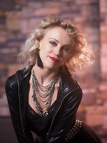 Елена Пестова - солистка