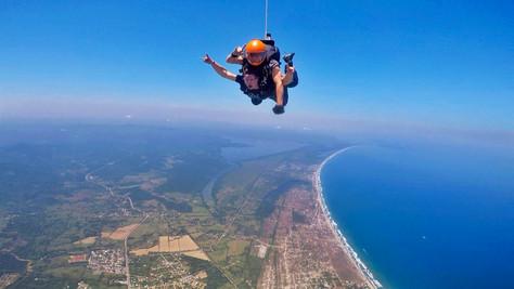 Me tiré de un avión a 14,000 pies de altura