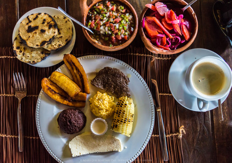 Desayuno Típico en Montecristo