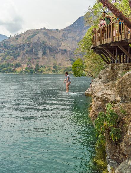 Saltando en Trampolín en San Marcos La Laguna | Guatemala